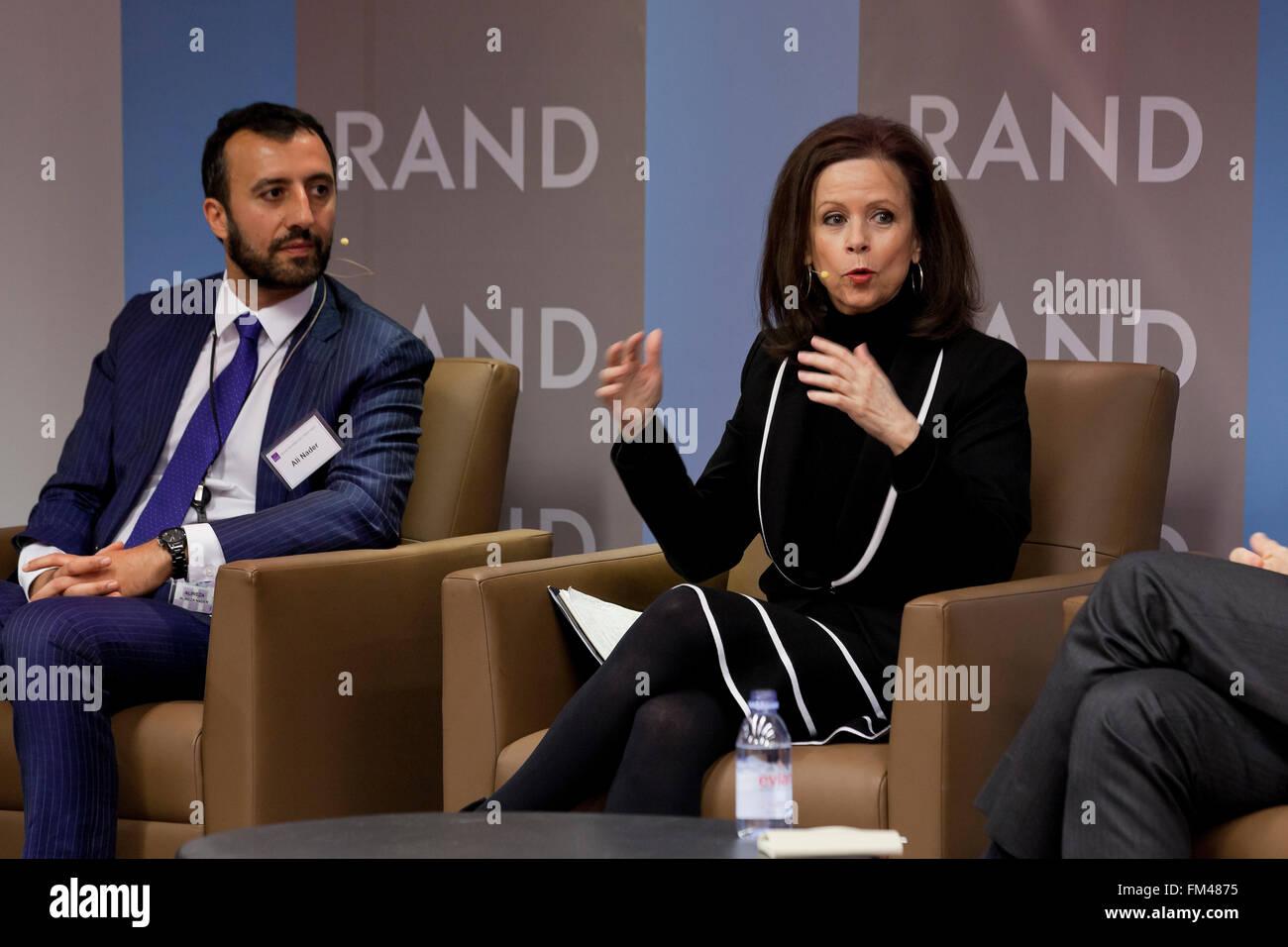Hamid Biglari, Alireza Nader e Robin Wright parlando in Iran conferenza trattativa - RAND Corporation, Arlington, Immagini Stock