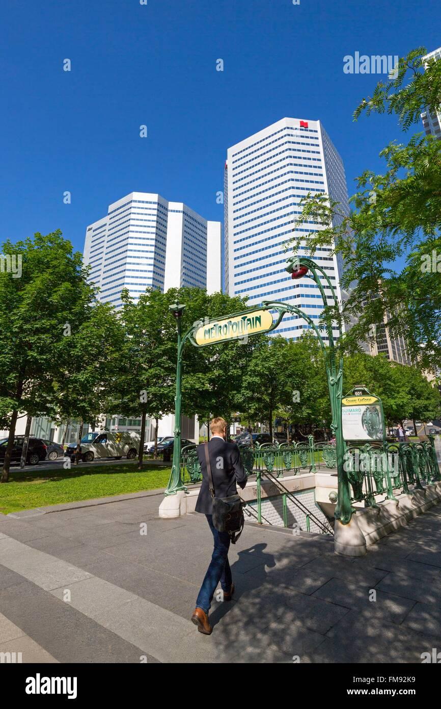 Canada, Provincia di Quebec, Montreal, il quartiere internazionale, Victoria Square, stile Liberty ingresso della Immagini Stock