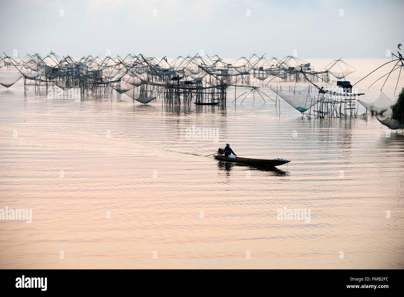 Thailandia, la pesca della passera di mare, Sunrise, Fisherman barca Immagini Stock