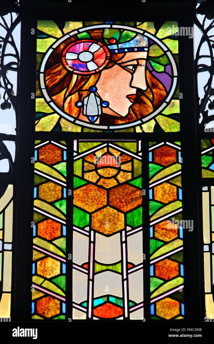 Finestra di vetro colorato di Alfons Mucha in Casa Municipale, Praga, Repubblica Ceca. Immagini Stock