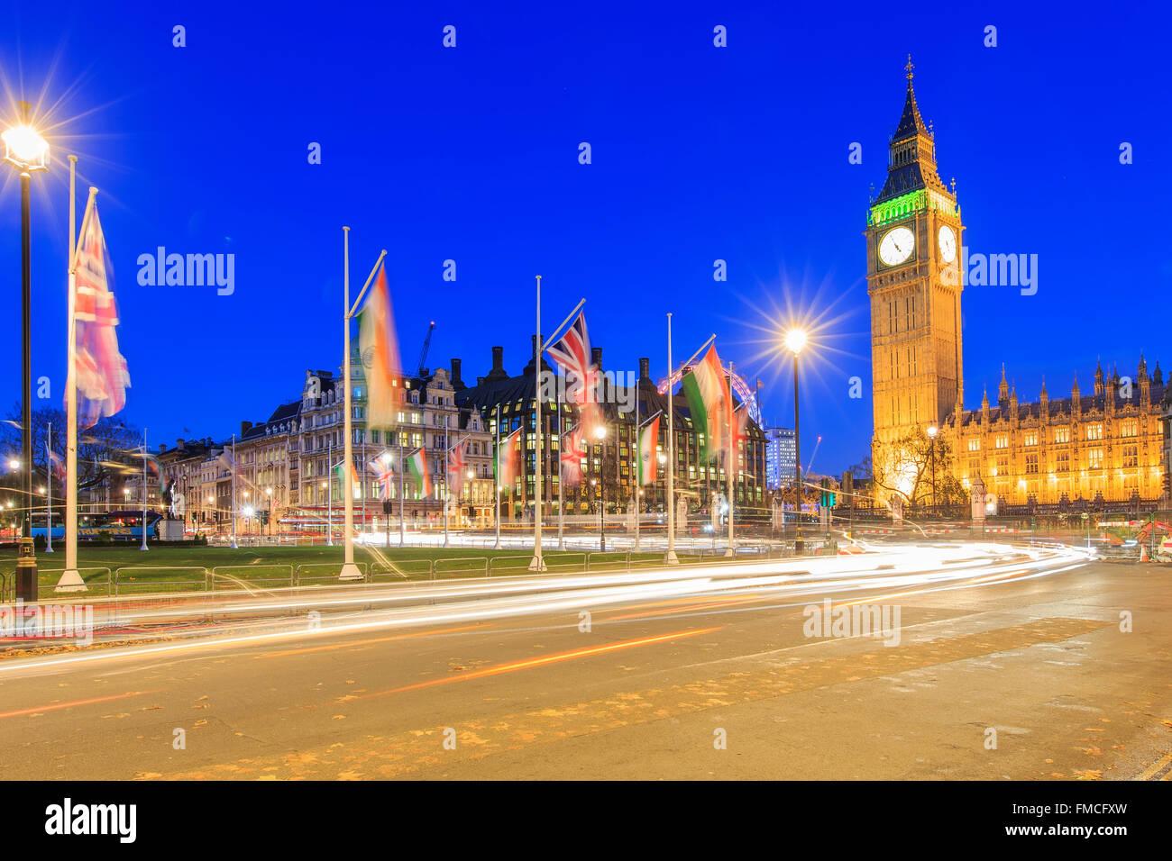 Viaggiando nel famoso Big Ben, London, Regno Unito intorno al crepuscolo Immagini Stock
