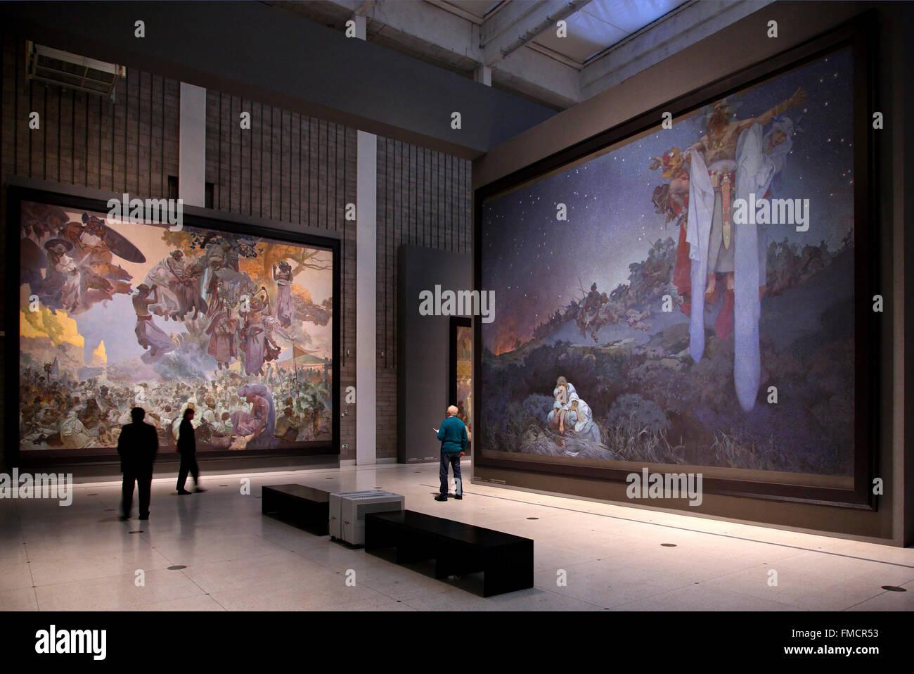 """Parte della della mostra """"lav Epic ('Slovanska Epopej'), di Alphonse Mucha in Veletrzni Palac, Praga, Immagini Stock"""
