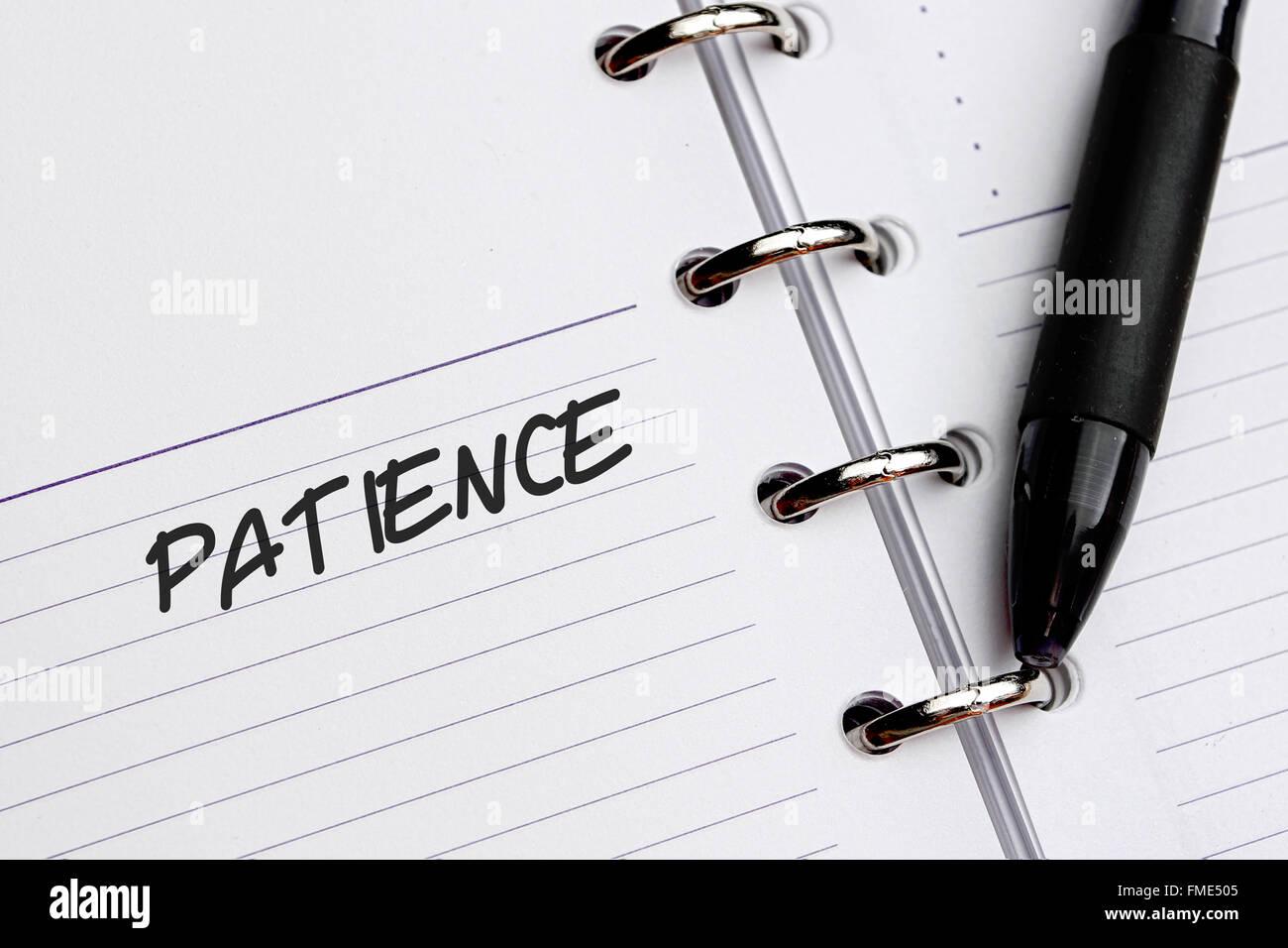 Pazienza parola scritta su carta Immagini Stock
