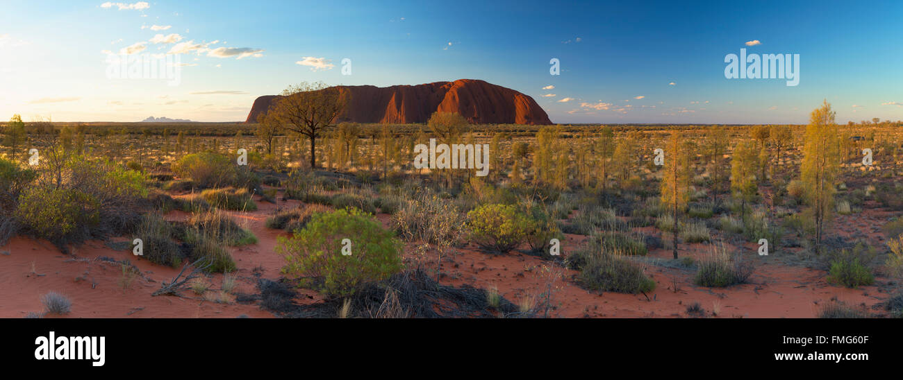 Uluru (Patrimonio Mondiale dell'UNESCO), Uluru-Kata Tjuta National Park, il Territorio del Nord, l'Australia Immagini Stock