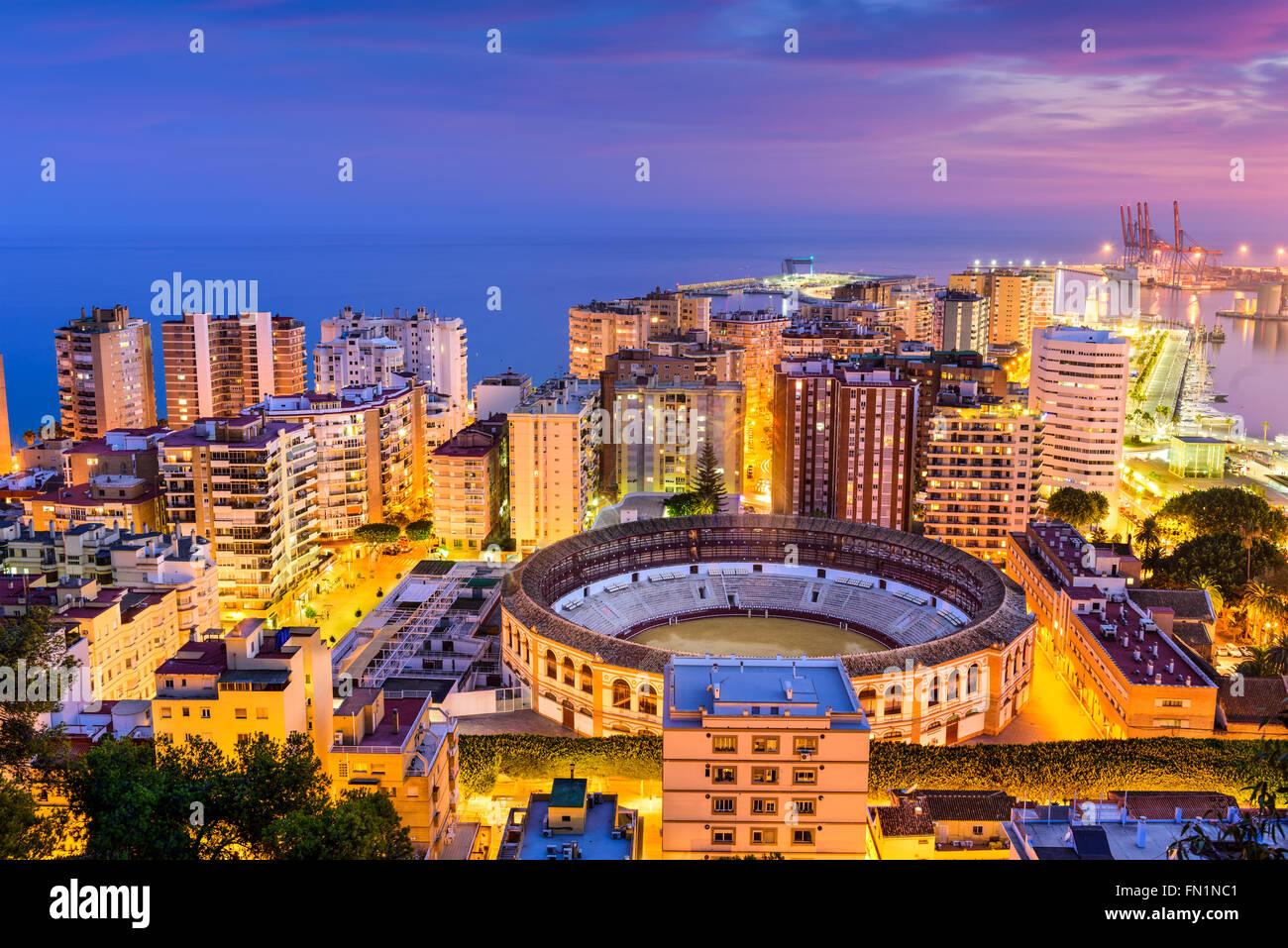 Malaga, Spagna skyline verso il mare Mediterraneo. Immagini Stock