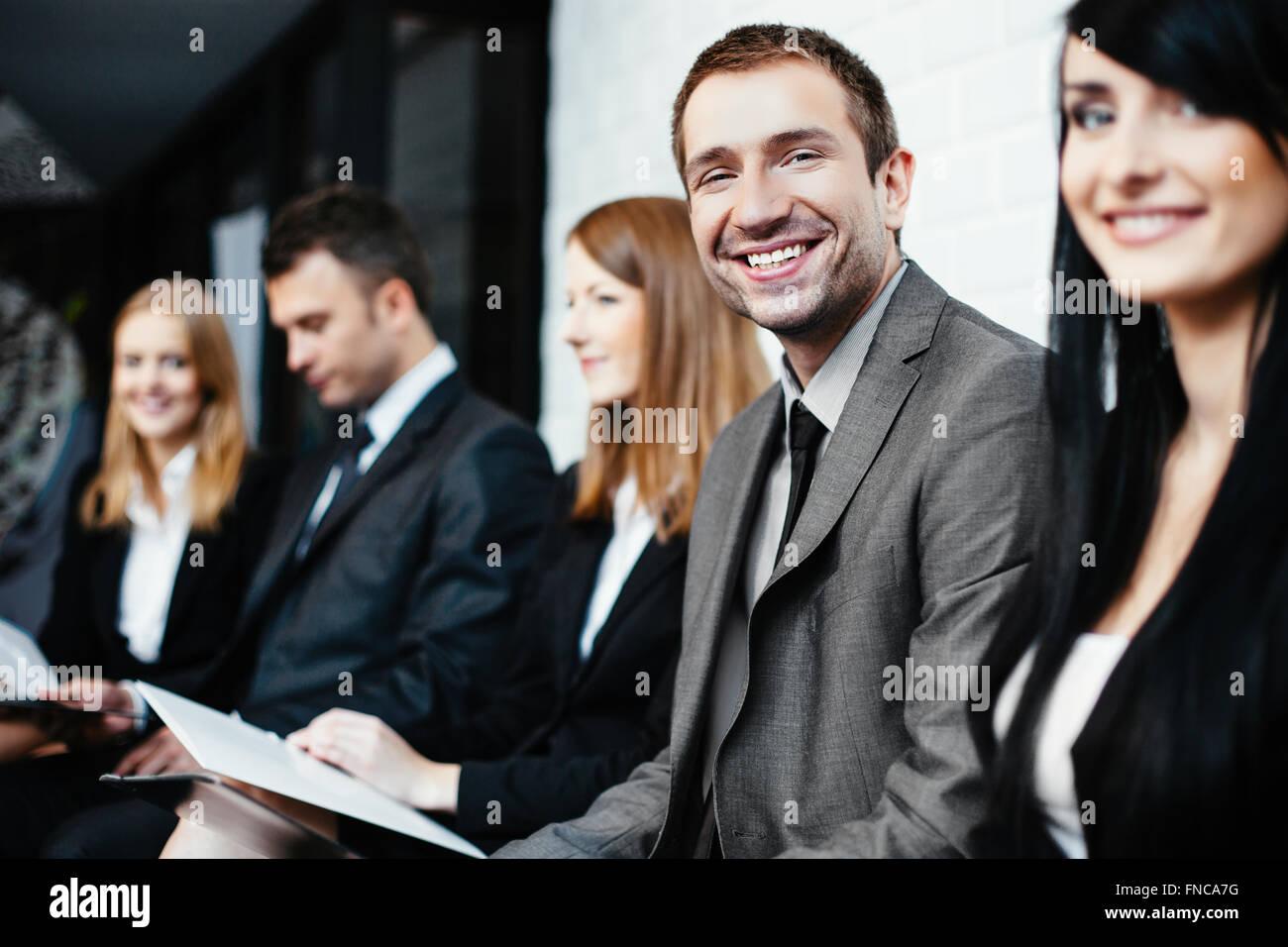 Gruppo di studenti in attesa di esame Immagini Stock