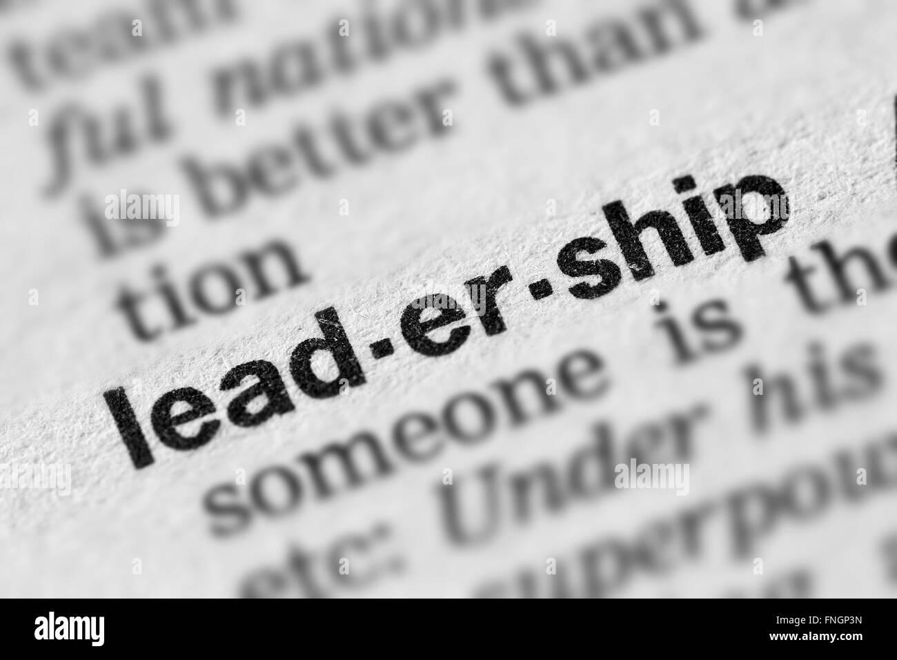 Definizione di Leadership parola testo nella pagina del dizionario Immagini Stock