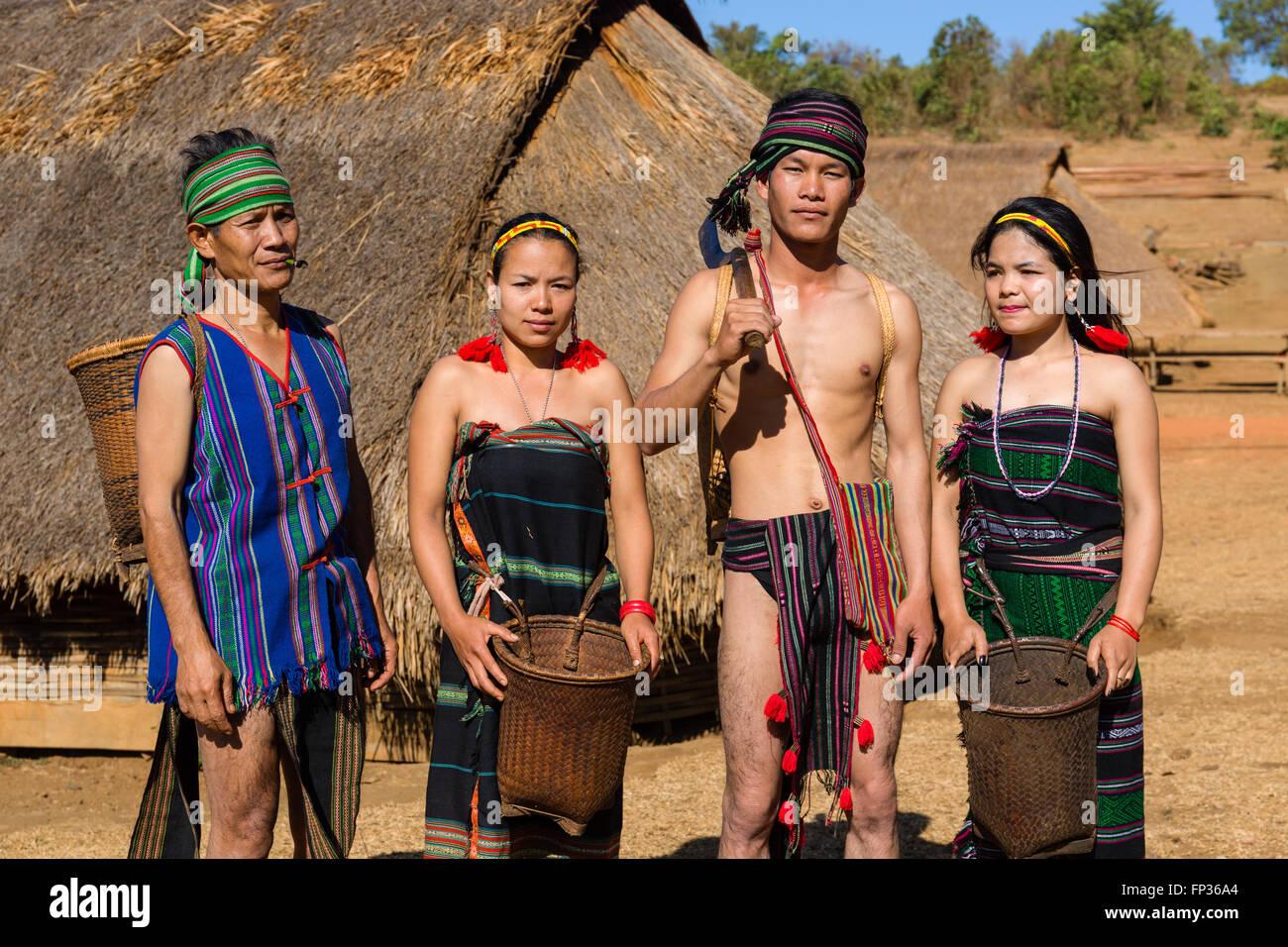Phnong nativo di persone che indossano il costume tradizionale, minoranza etnica, essi Pnong, Bunong, Senmonorom, Immagini Stock