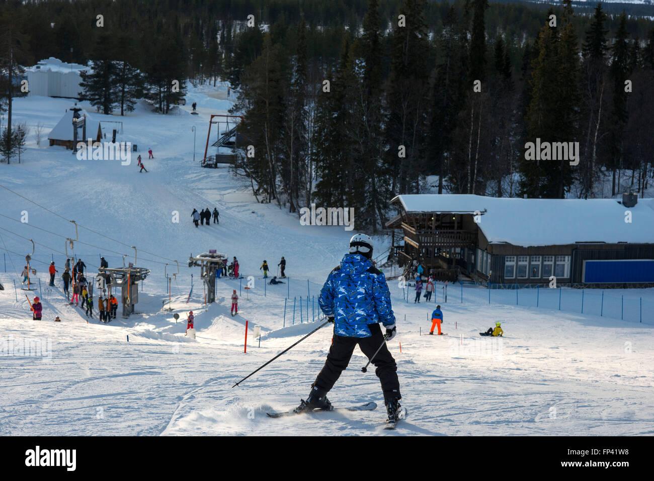 Salla ski resort. In profondità nel deserto di neve pesantemente laden alberi di conifere e il robusto cadde Immagini Stock