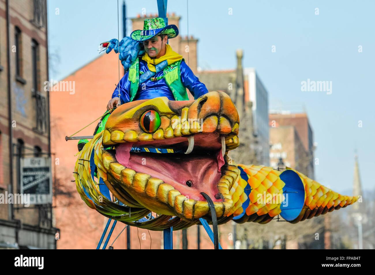 Serpente Vivo Immagini & Serpente Vivo Fotos Stock - Alamy
