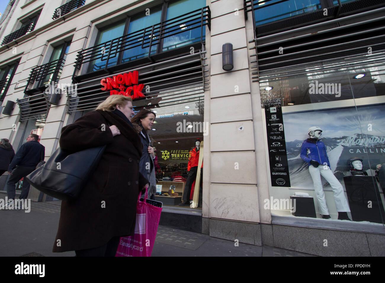 Neve e roccia outdoor sports retail outlet, London, Regno Unito Immagini Stock
