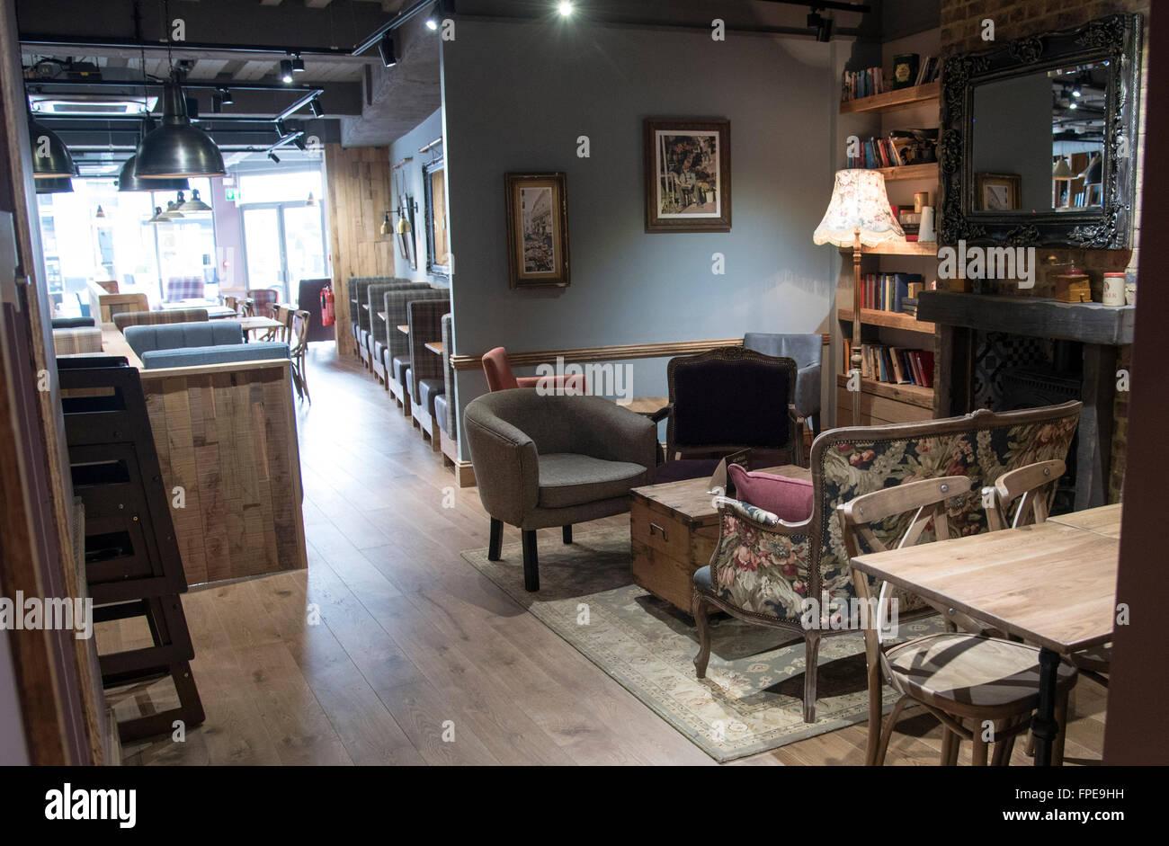 Nuovo stile cafe nero interni arredamento eclettico foto for Arredamento stile eclettico