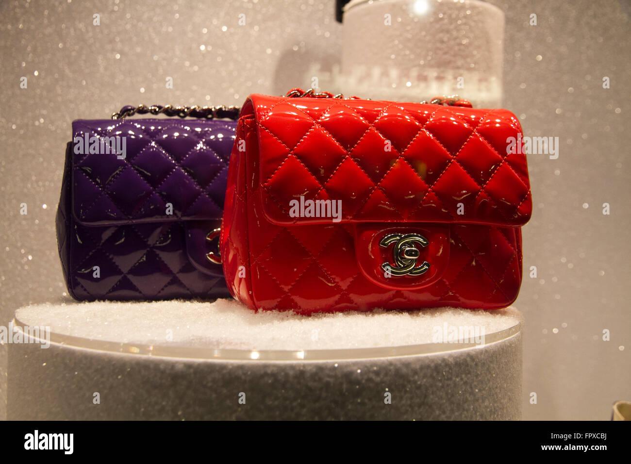 vendita calda online qualità autentica venduto in tutto il mondo Chanel borse di marca finestra negozio in via Condotti Roma Italia ...