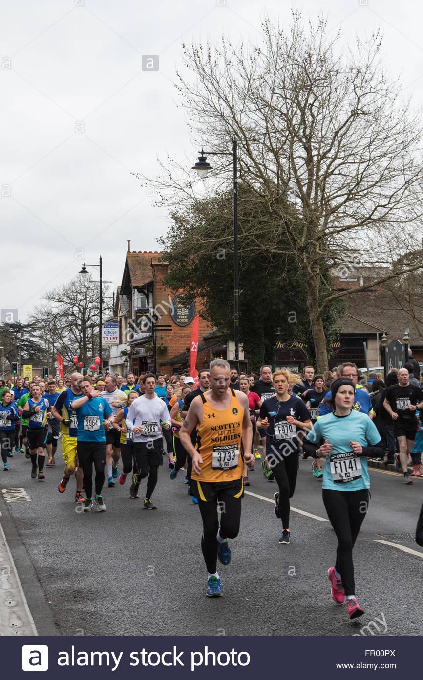 Fleet, Hampshire REGNO UNITO. Xx Marzo 2016. 3.500 corridori prendere parte alla flotta annuale Half-Marathon. Un Immagini Stock