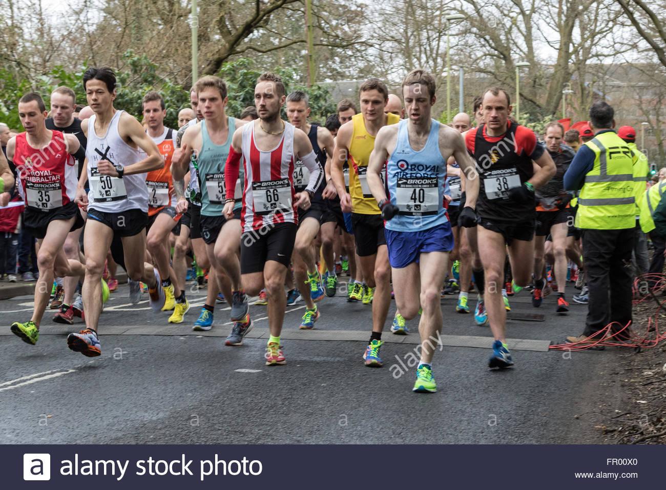 Fleet, Hampshire REGNO UNITO. Xx Marzo 2016. 3.500 corridori prendere parte alla flotta annuale Half-Marathon. I Immagini Stock