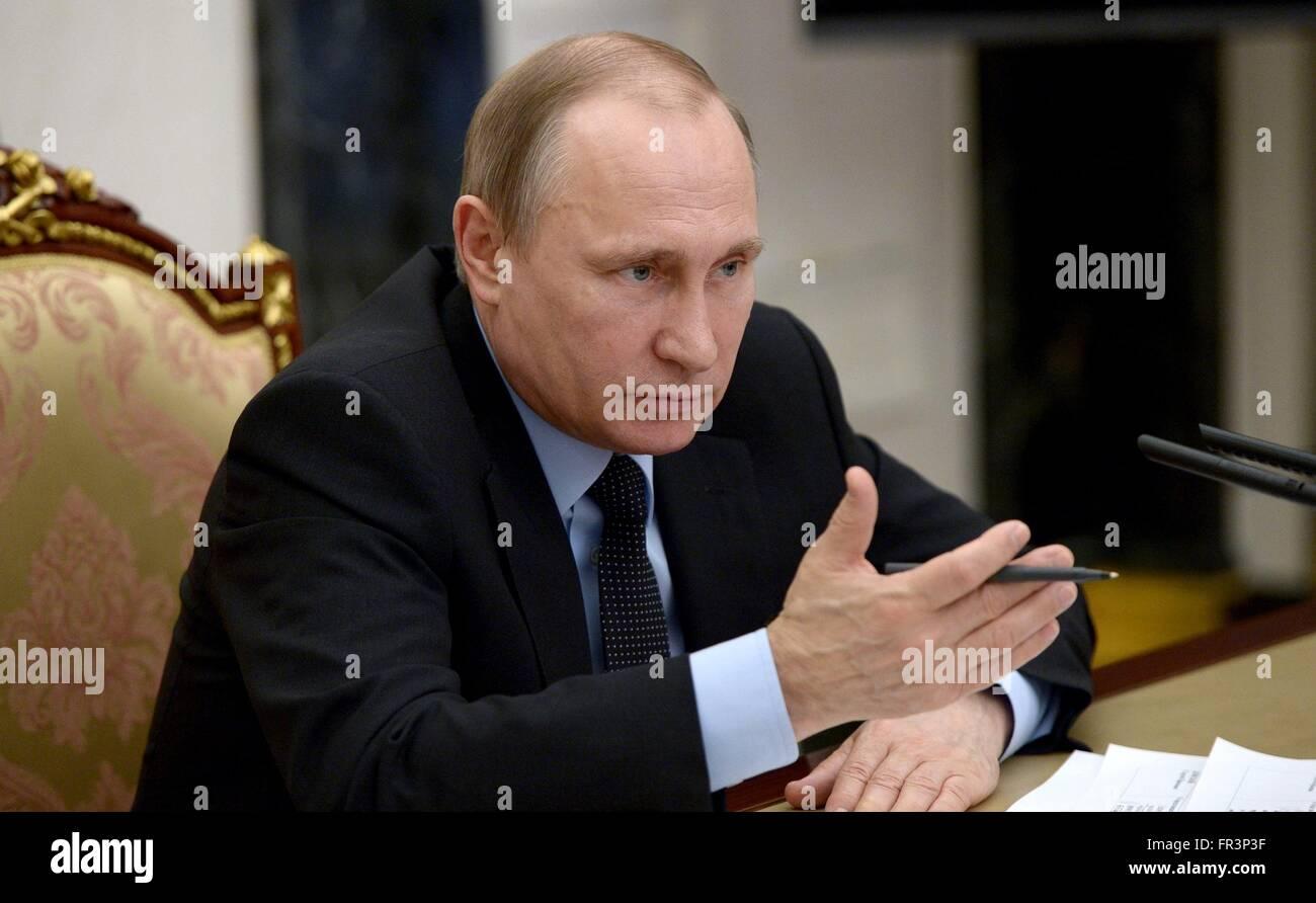 Il presidente russo Vladimir Putin durante una riunione del gabinetto per discutere il doping nello sport presso Immagini Stock
