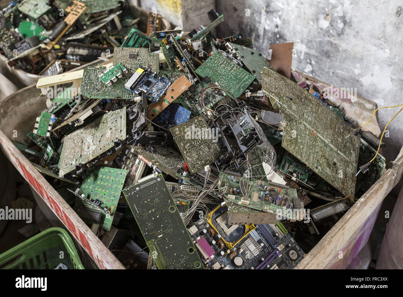 Ong organizzazione non governativa che è la raccolta e il riciclaggio dei rifiuti elettronici Immagini Stock