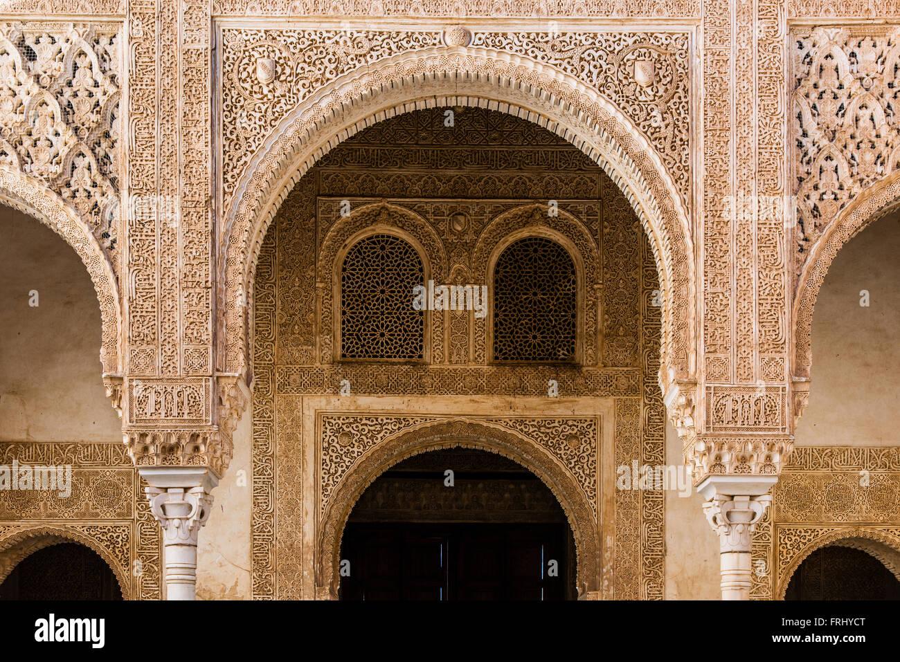 Architettura moresca all'interno del Palacios Nazaries o Nasrid palazzi, Alhambra Palace, Granada, Andalusia, Immagini Stock