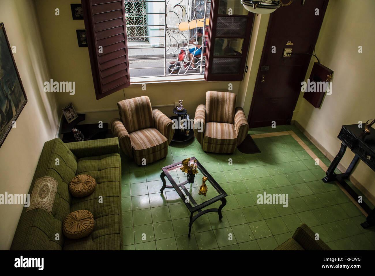 Un elevato angolo di visione di un cubano di soggiorno. Santa Clara ...
