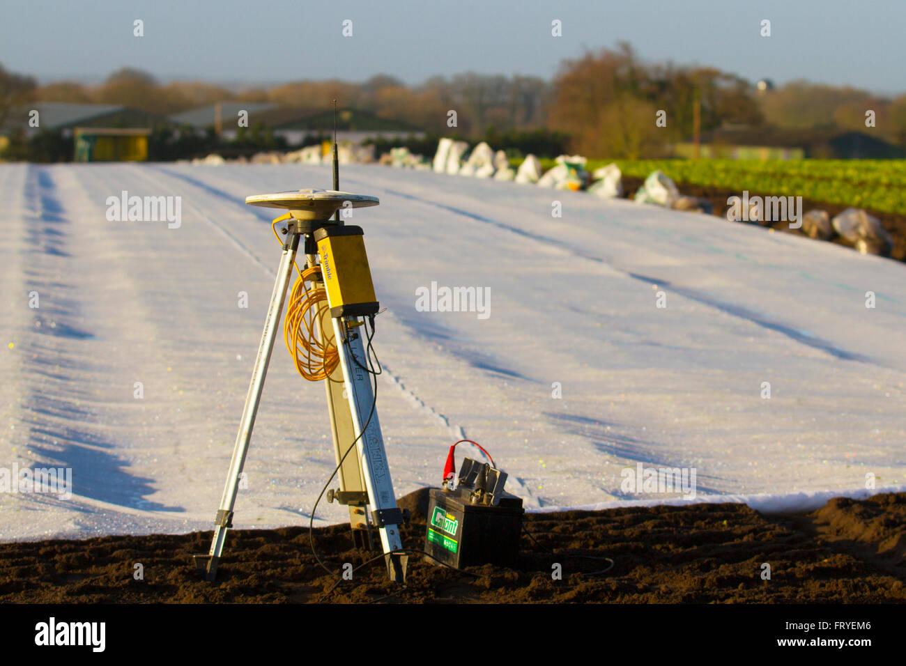Burscough, Lancashire, Regno Unito 25 marzo, 2016. Regno Unito Meteo. Un paesaggio essendo coperta in vello bianco Immagini Stock
