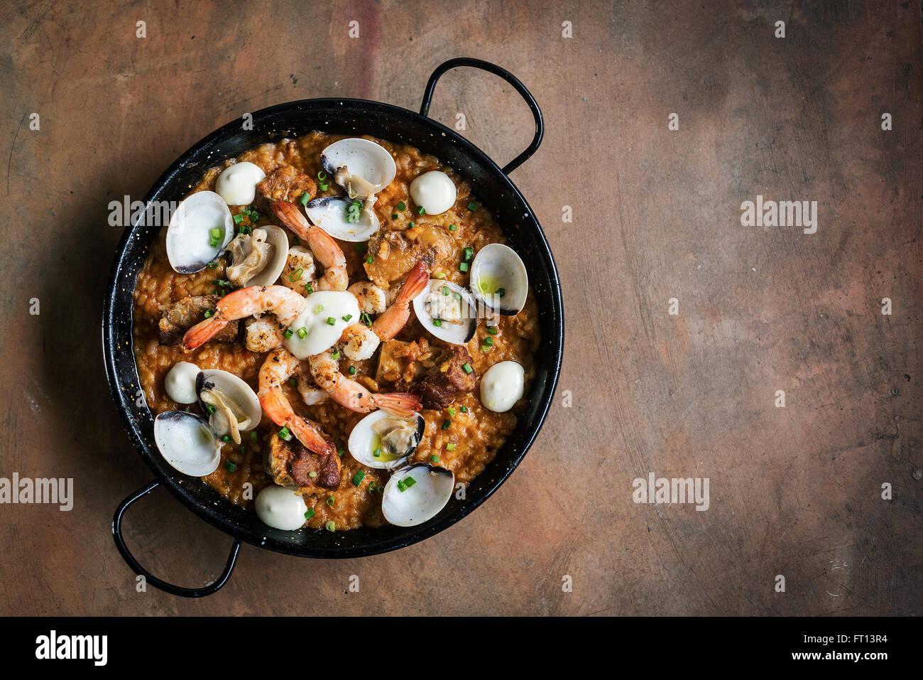 Piatti a base di pesce e per il Riso paella tradizionale famoso cibo spagnolo Immagini Stock
