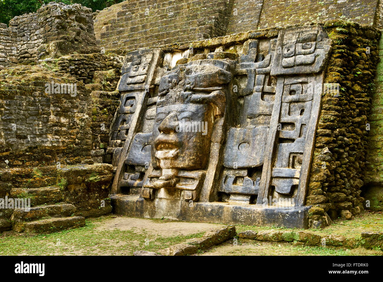 Tempio di maschera, le antiche rovine Maya, Lamanai, Belize Immagini Stock