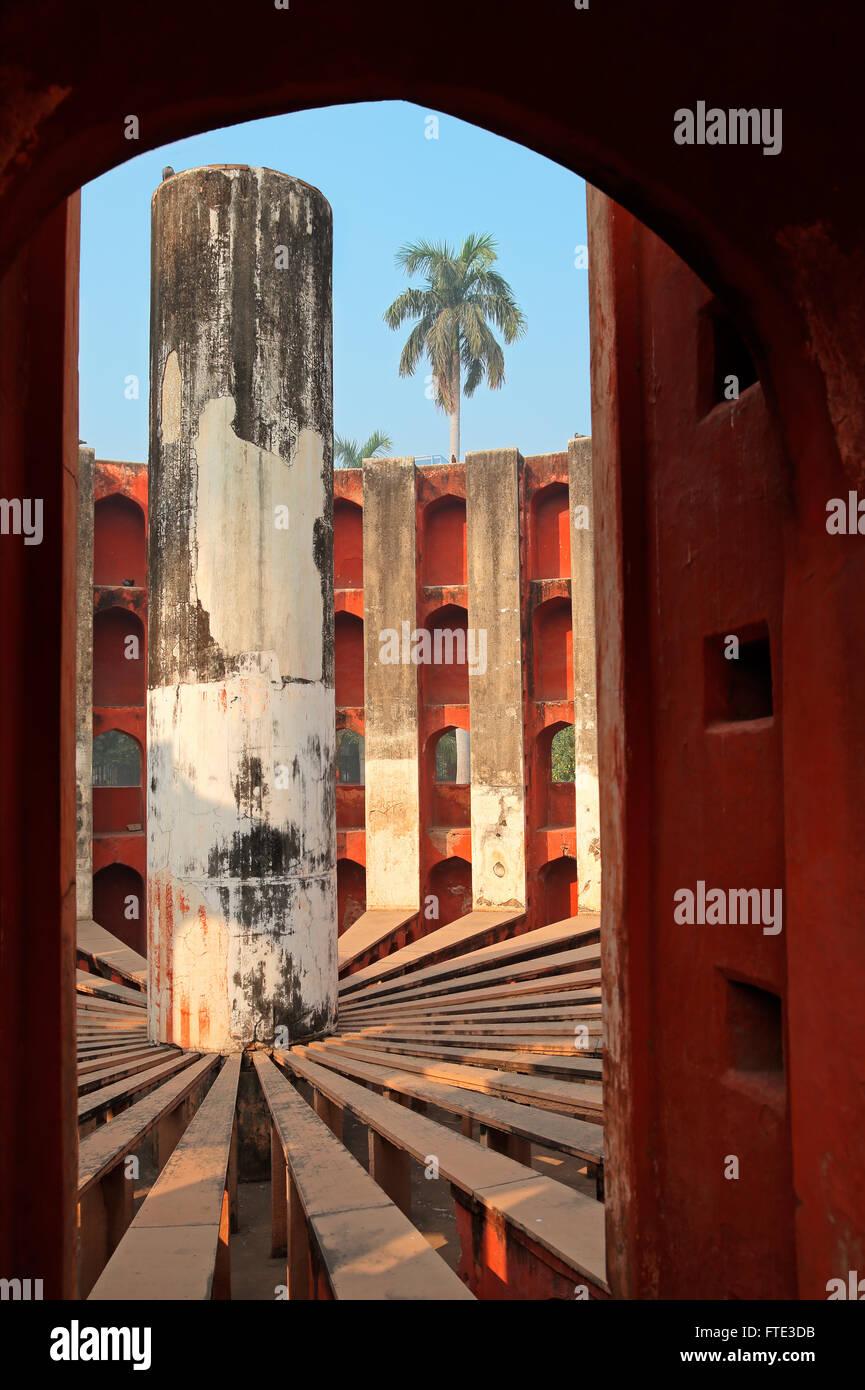 Dettagli architettonici del Jantar Mantar osservatorio di Delhi, India che è stato costruito in 1724 Immagini Stock