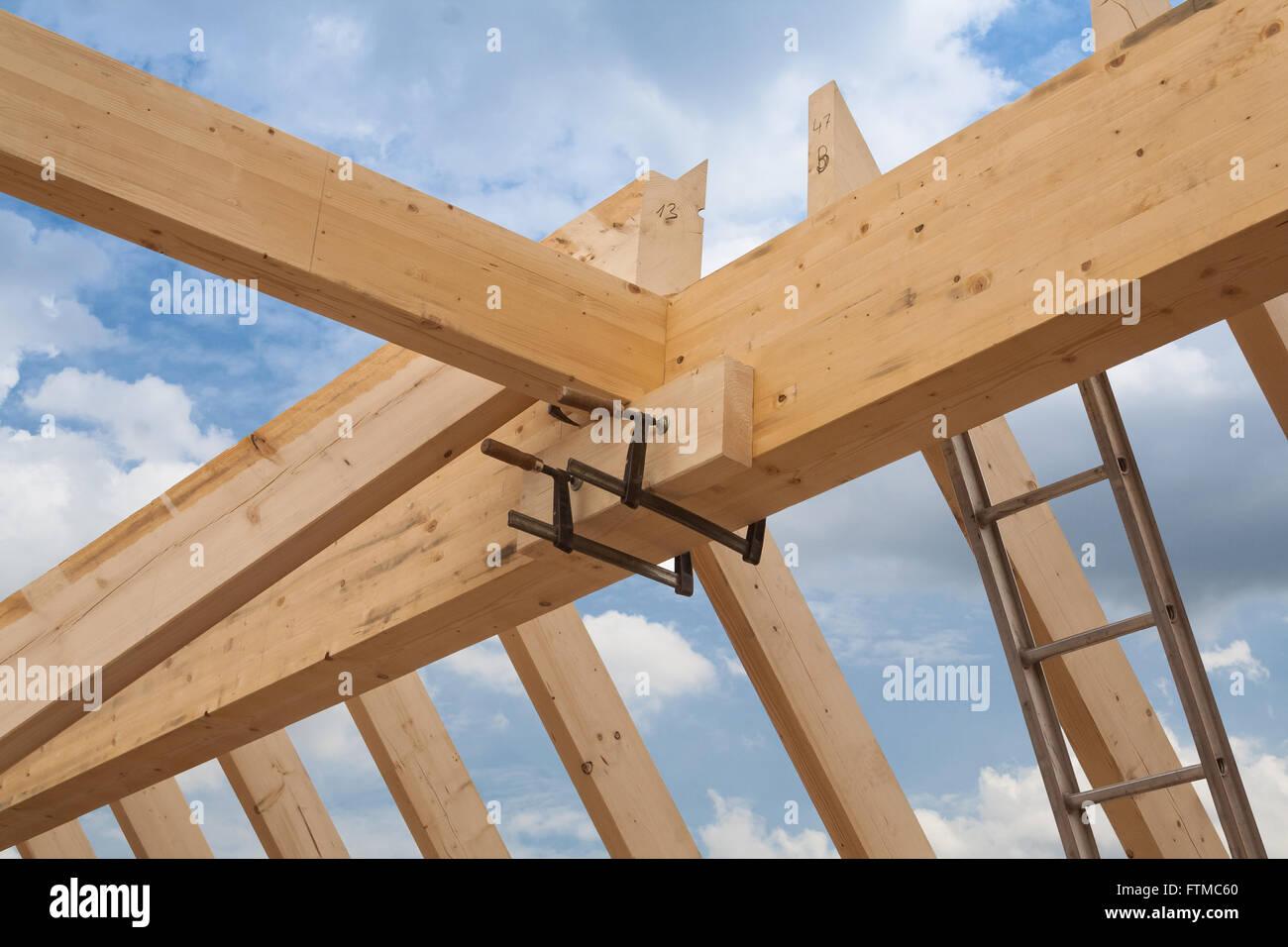 Costruzione in legno del tetto Immagini Stock