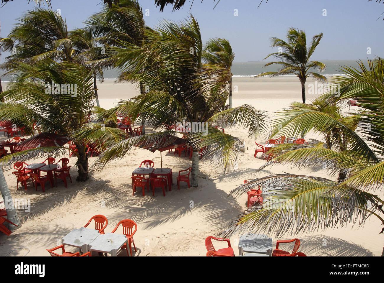 Sulla spiaggia di ciottoli della città di Sao Luis Immagini Stock