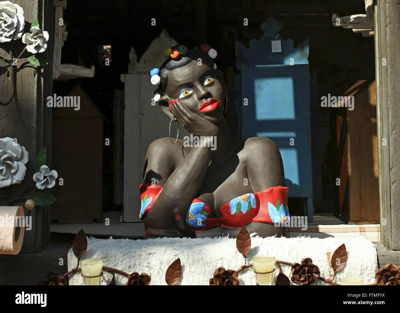 Bambola di ceramica noto come flirt vendita presso il negozio di artigianato Immagini Stock