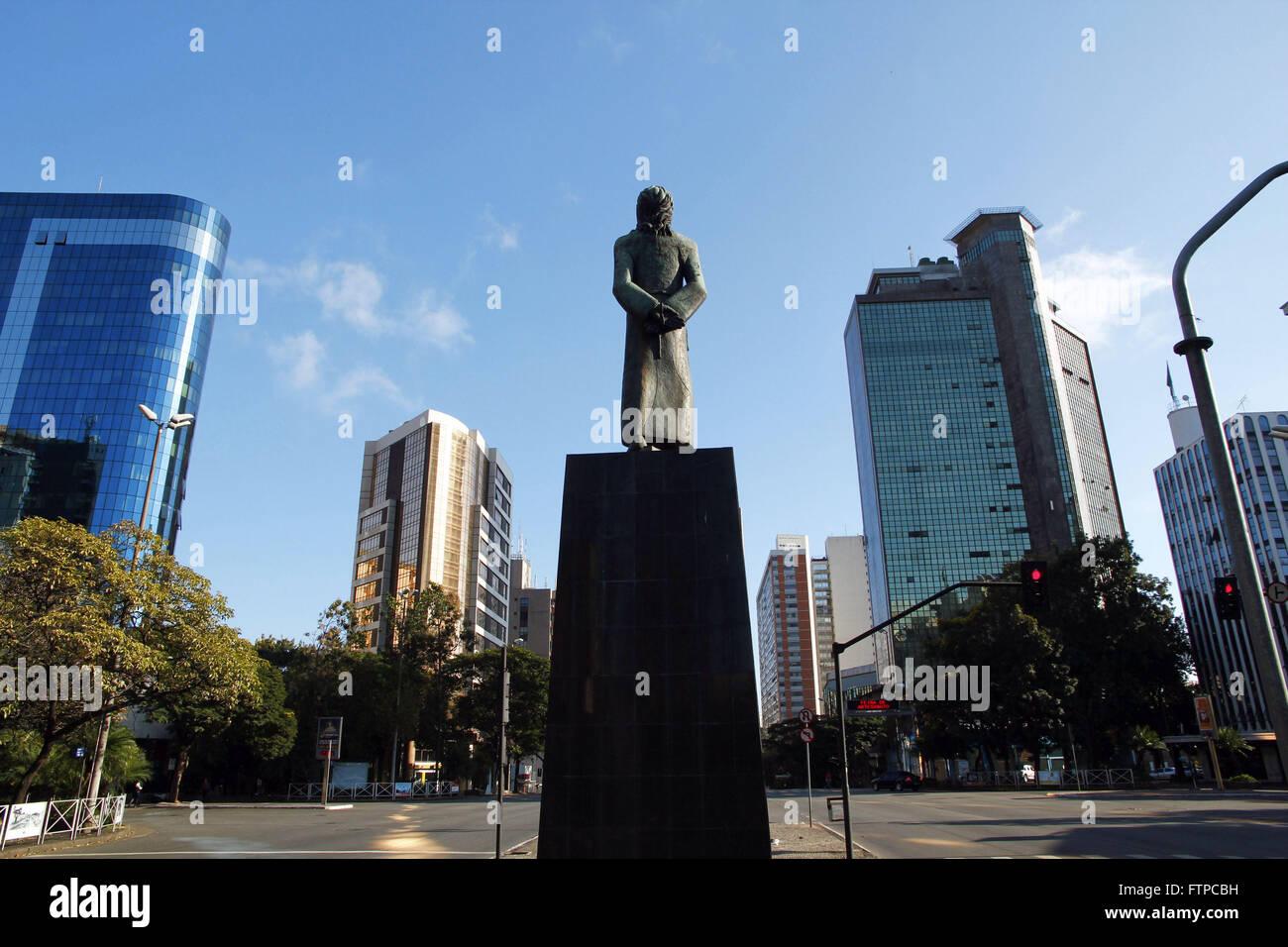 Monumento a Tiradentes nella confluenza dei viali e Brasile Afonso Pena in Belo Horizonte - MG Immagini Stock