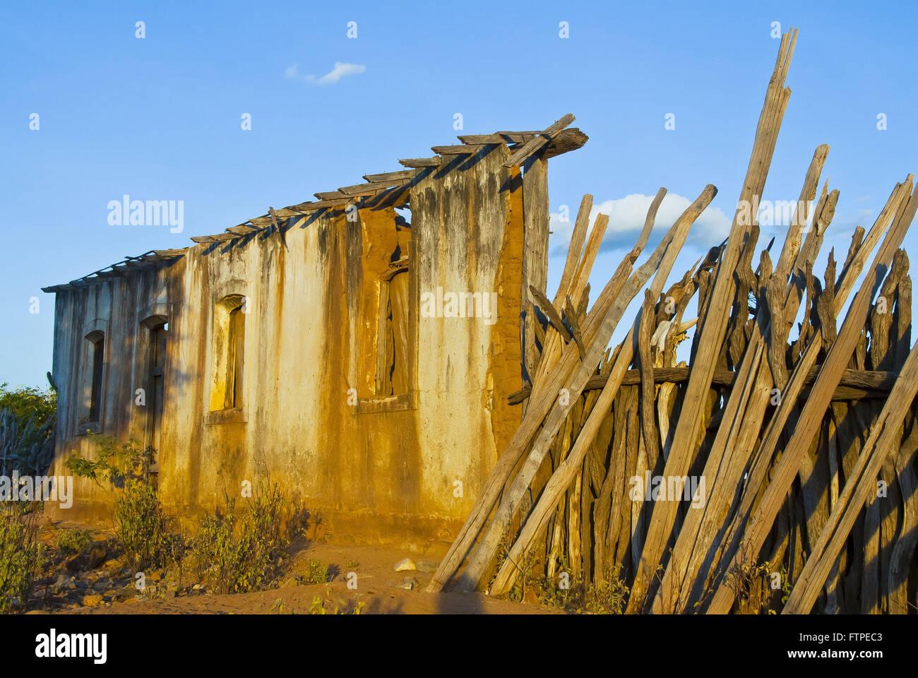 Rovine di abitare nella periferia della città di Juazeiro Immagini Stock