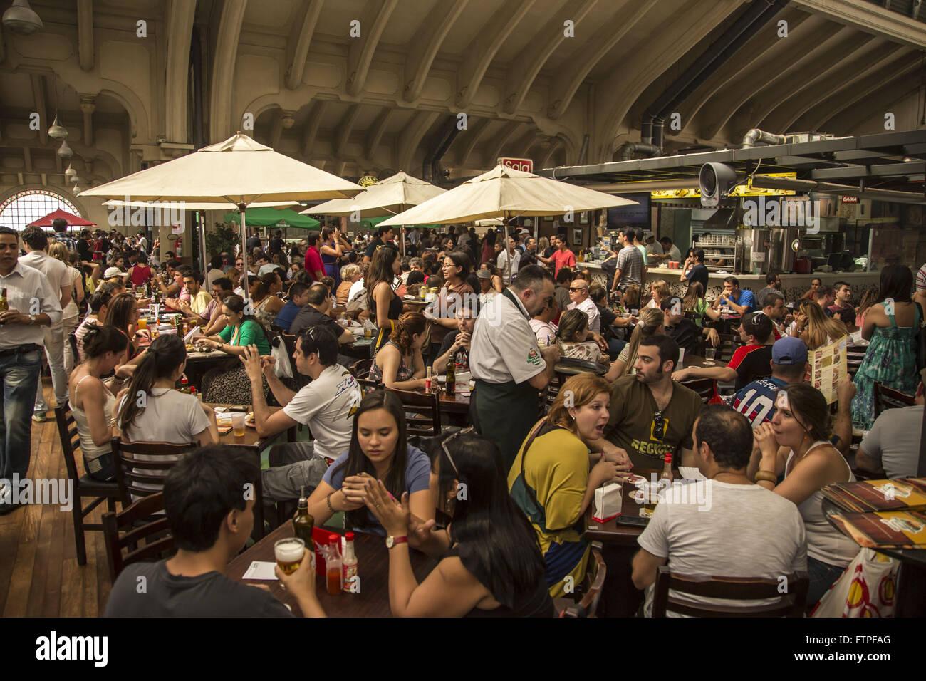 Food court del Mercato Comunale di Sao Paulo - una attrazione turistica aperta nel 193 Immagini Stock