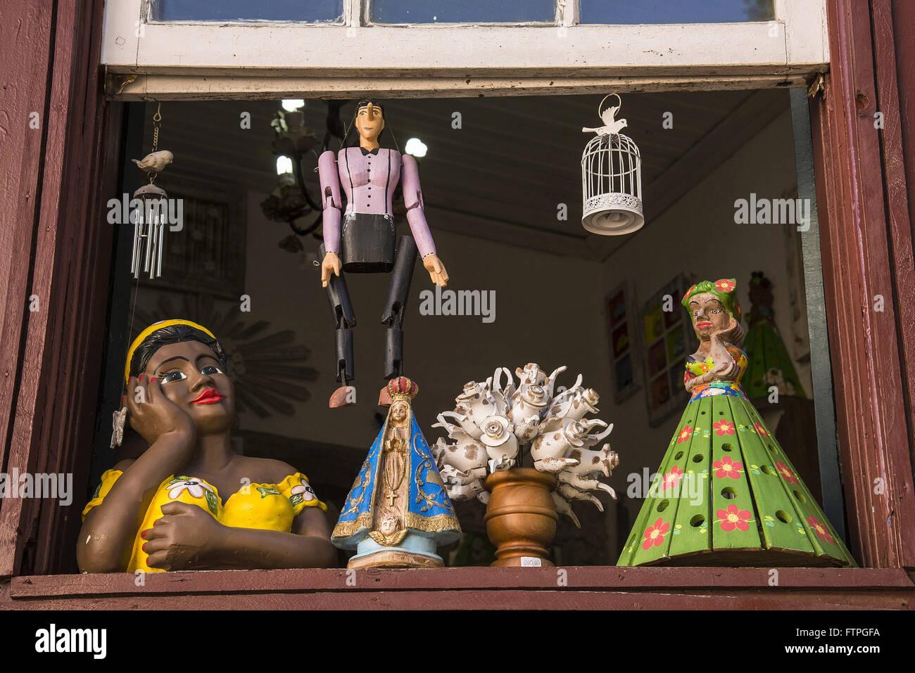 Flirt vendita presso il negozio di artigianato nel centro storico Immagini Stock