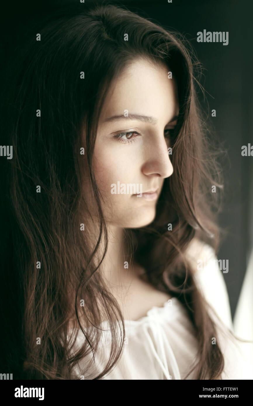 Bruna giovane donna Immagini Stock