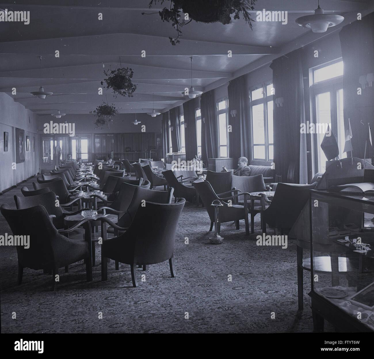 Degli anni Cinquanta, storico vista interna della prima classe ospitalità passeggero lounge, Aeroporto di Dublino, Immagini Stock