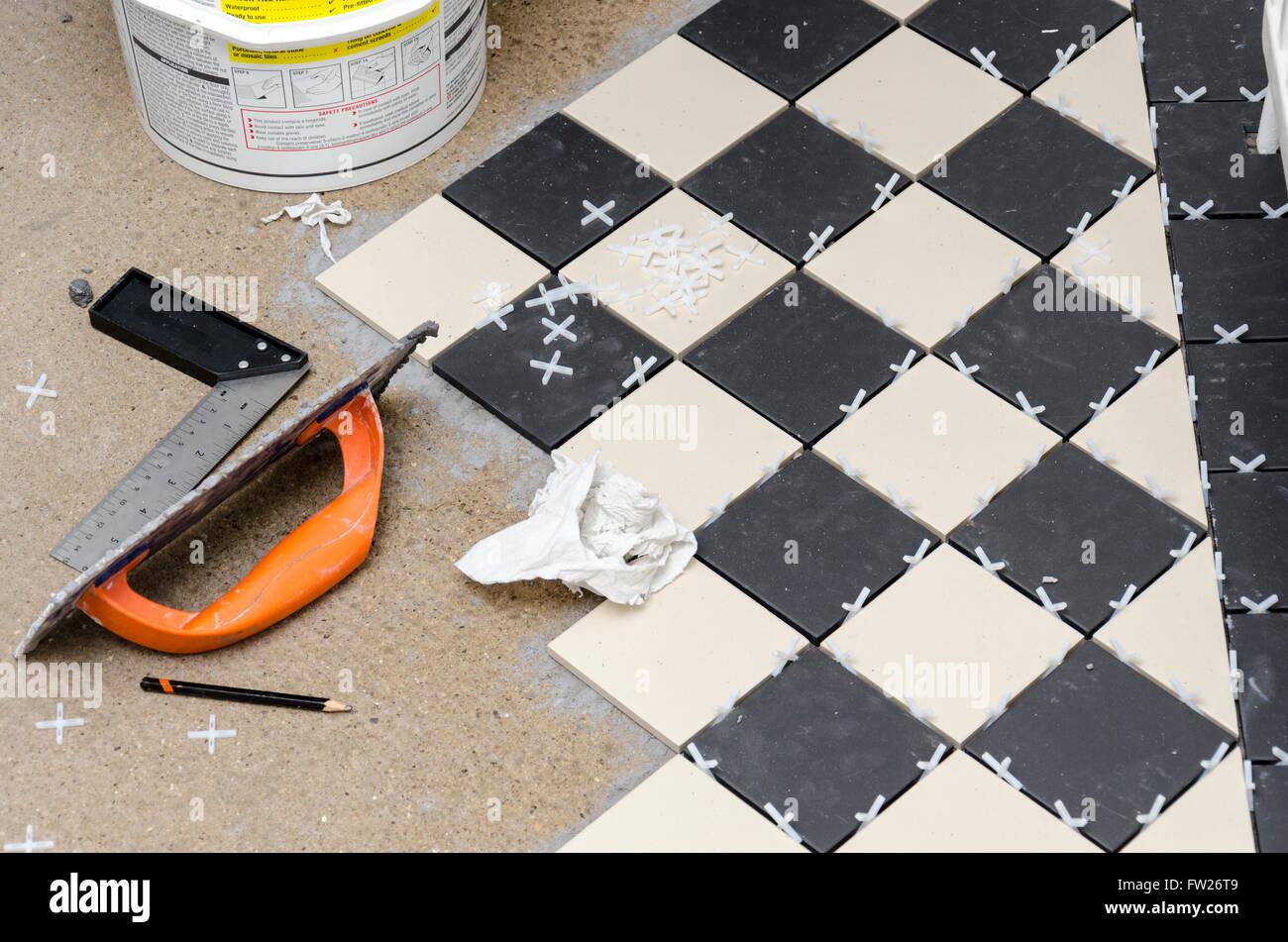 Fai da te la posa in opera di un pavimento in piastrelle a casa foto