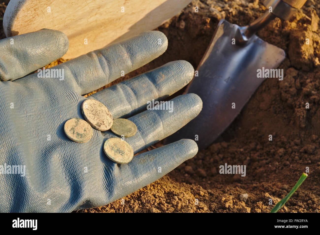 Rilevamento di metallo e la caccia al tesoro  metal detector, spade