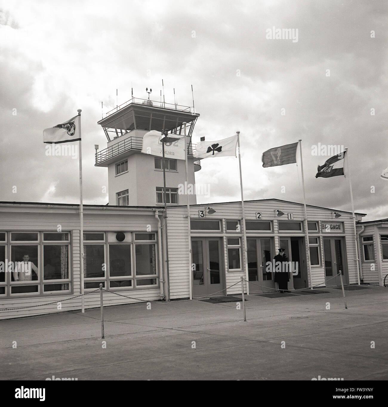 Anni Cinquanta storiche, vista esterna di prima classe in partenza dei passeggeri lounge, aeroporto di Dublino, Immagini Stock
