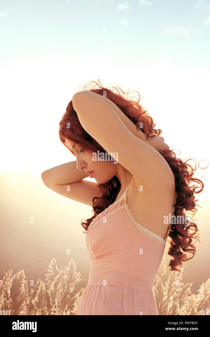 Curly donna in profilo Immagini Stock