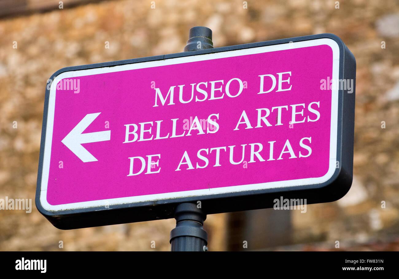 Oviedo, Spagna. Il 31 marzo, 2016. Segnale del museo durante la riapertura del Museo di Belle Arti di Asturias il Immagini Stock