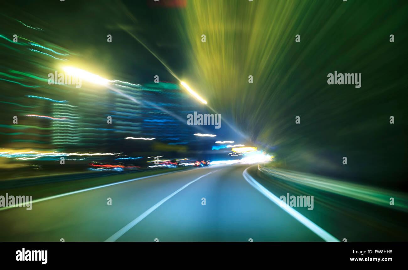 Lo spostamento in avanti motion blur sullo sfondo,scena notturna Immagini Stock
