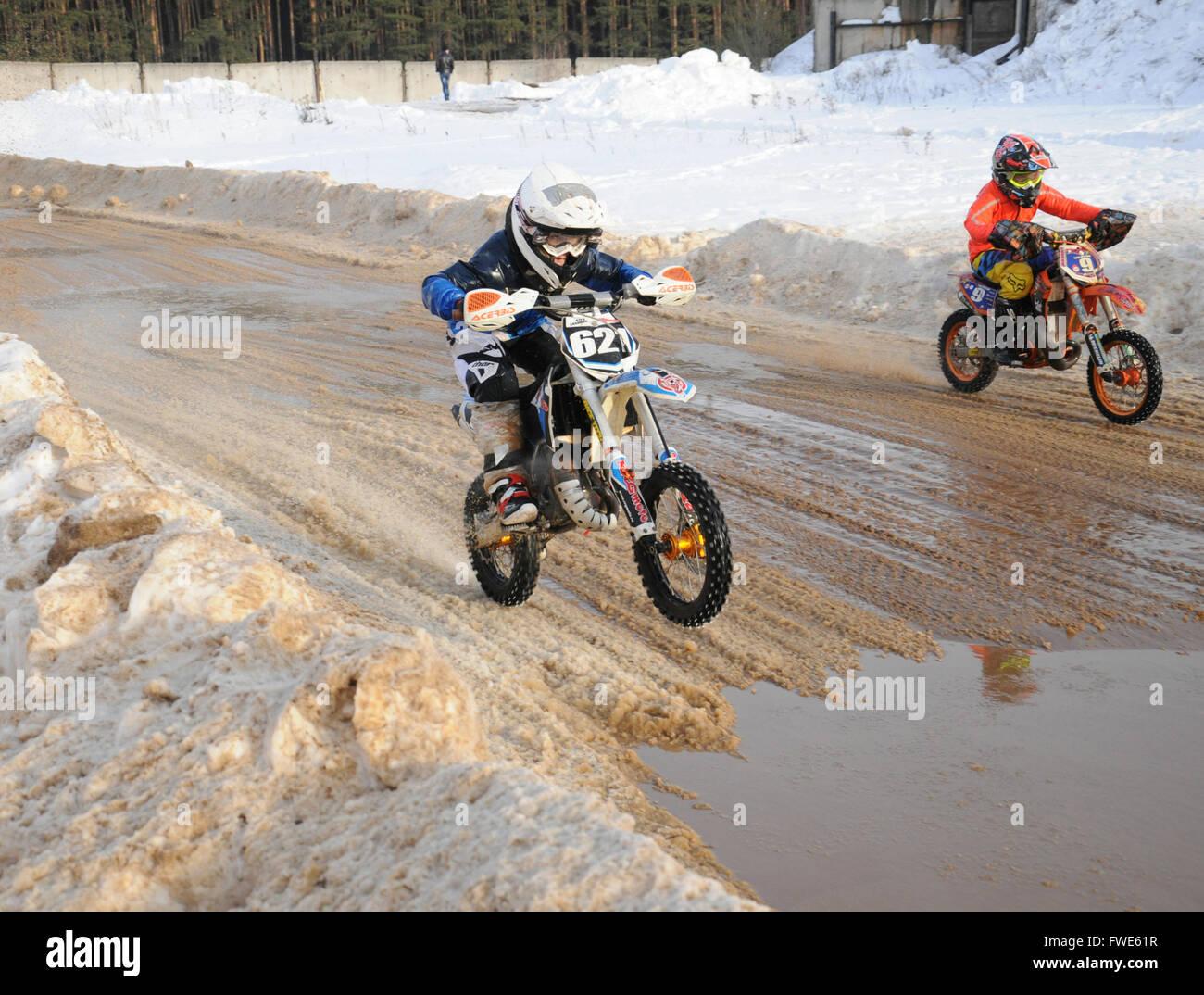 Kovrov, Russia. Il 22 febbraio 2015. inverno competizioni di motocross Immagini Stock