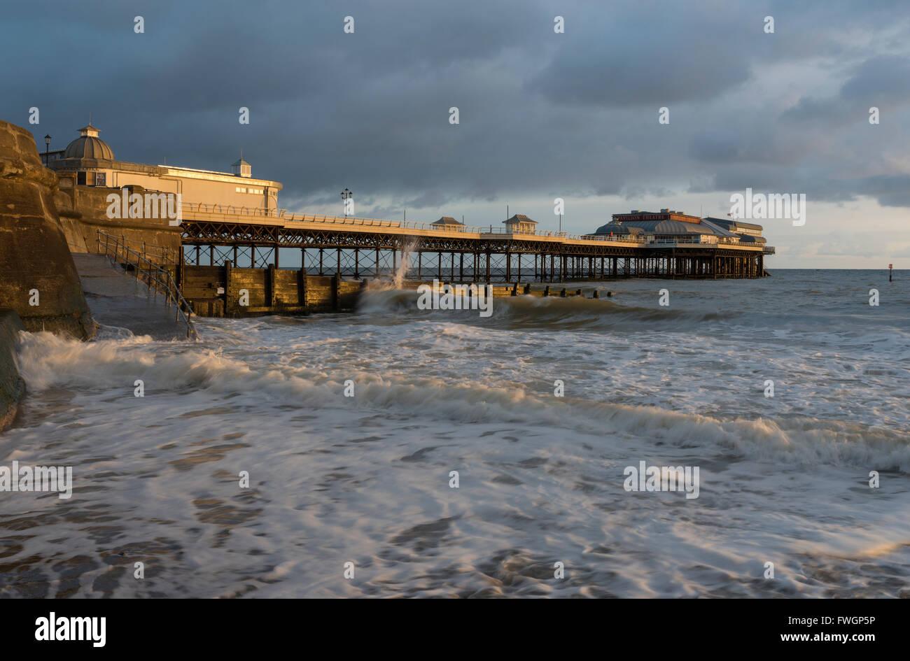 Una vista del Cromer Pier, Norfolk, Inghilterra, Regno Unito, Europa Immagini Stock