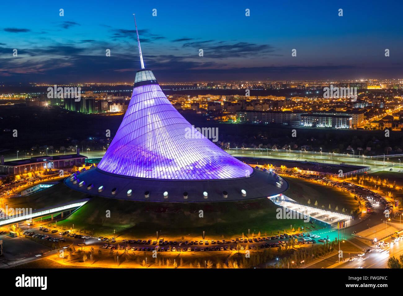 Vista notturna su Khan Shatyr entertainment center, Astana, Kazakistan, Asia centrale Immagini Stock