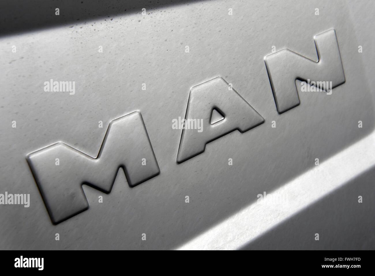 Monaco di Baviera, Germania. 04 apr, 2016. Un logo aziendale del produttore di autocarri MAN, a Monaco di Baviera, Germania, 04 aprile 2016. Foto: PETER KNEFFEL/dpa/Alamy Live News Foto Stock