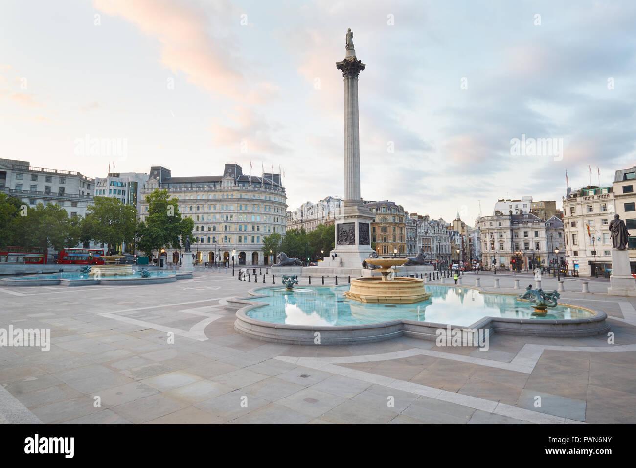 Svuotare Trafalgar square, la mattina presto a Londra, nessuno Immagini Stock