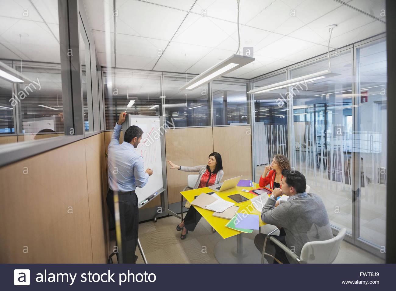 La gente di affari in discussione animata Immagini Stock