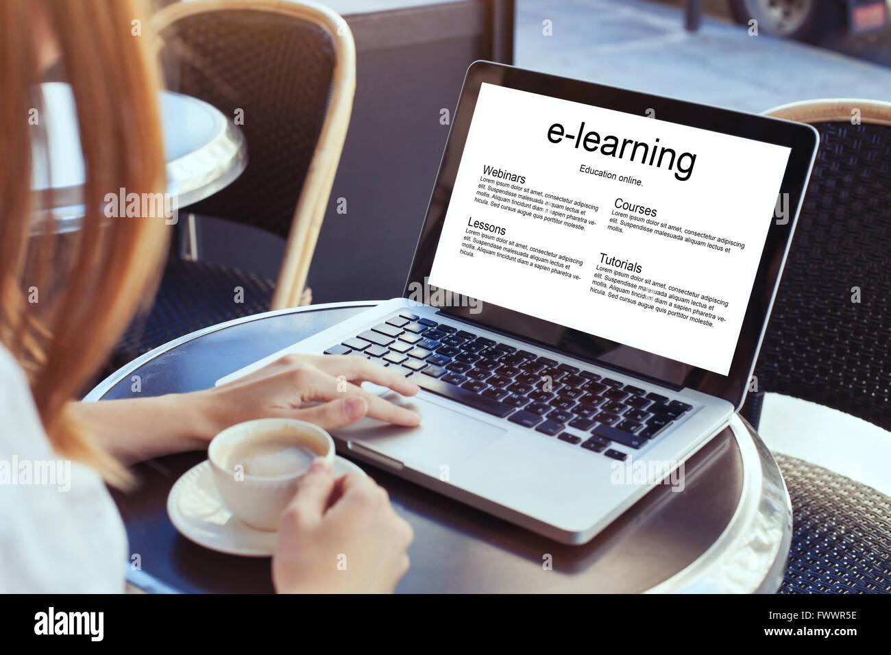 L'e-learning, l'istruzione on-line concept, donna con il computer portatile Immagini Stock