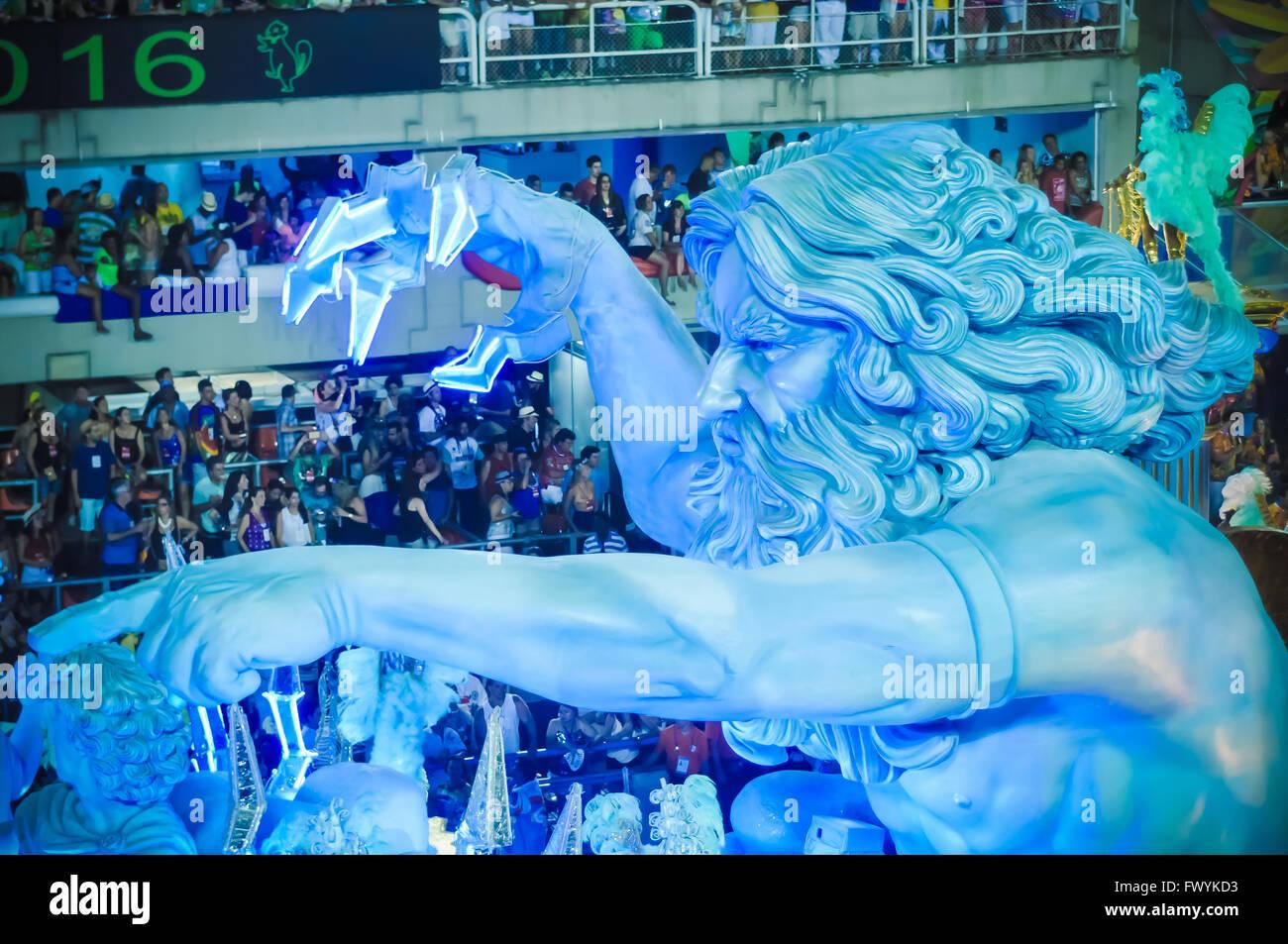 Carro allegorico, carri allegorici a Sambodrmo al Carnevale di Rio 2016 Immagini Stock